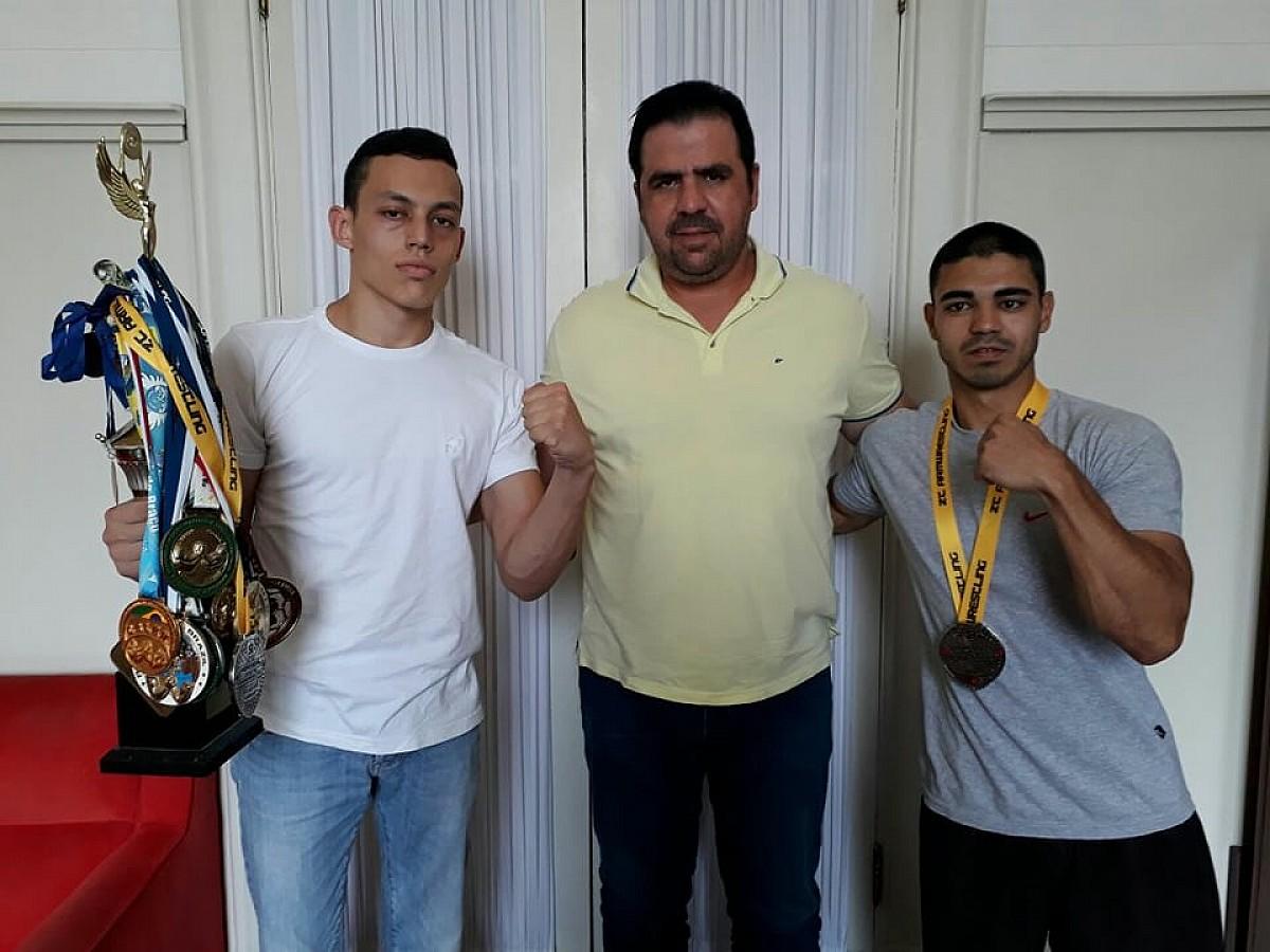 Atletas de Avaré participam de campeonato de Luta de Braço