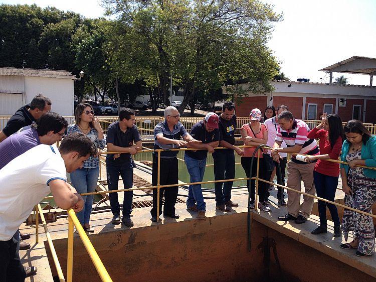 Projeto Ambiental: secretarias plantaram mudas de Ipê