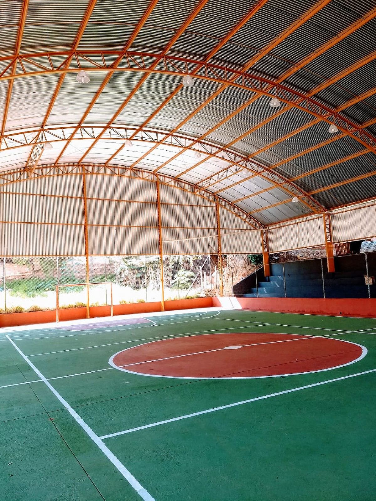 Prefeitura finaliza cobertura da quadra da Vila Esperança