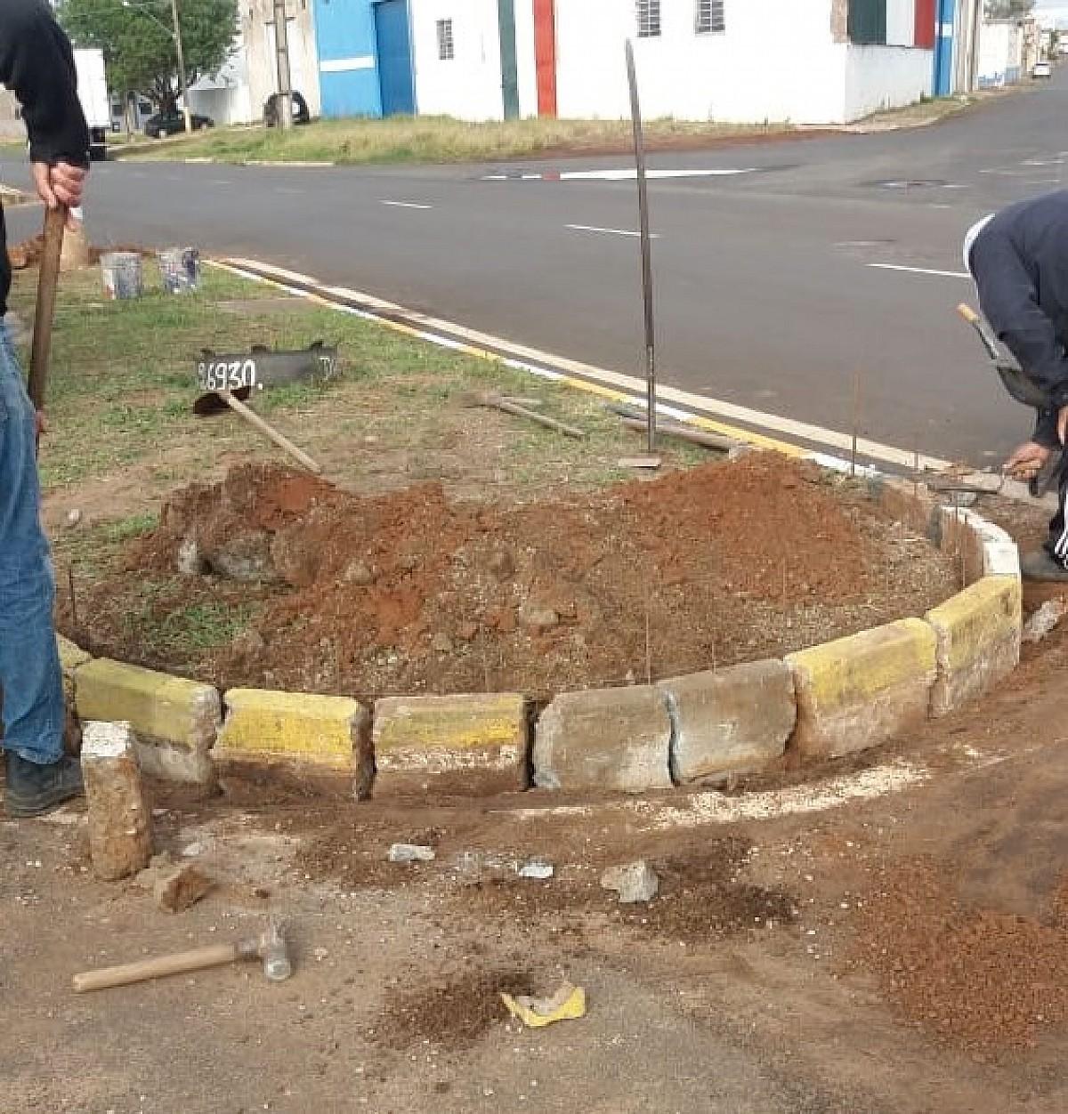 Prefeitura promove limpeza em bairros e manutenção em avenidas