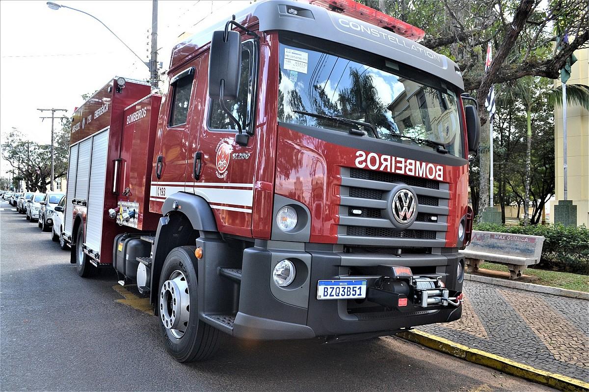 Caminhão adquirido pela Prefeitura reforça frota do Corpo de Bombeiros