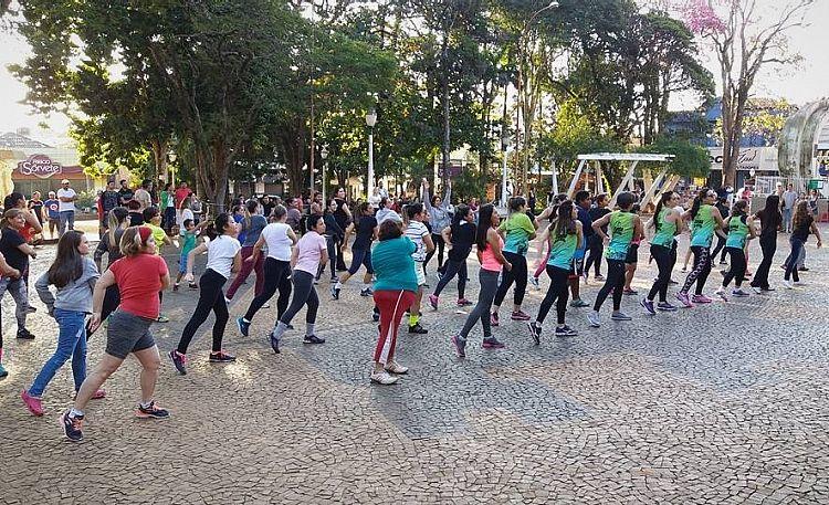 """""""Zumba na Praça"""" é dica para domingo"""