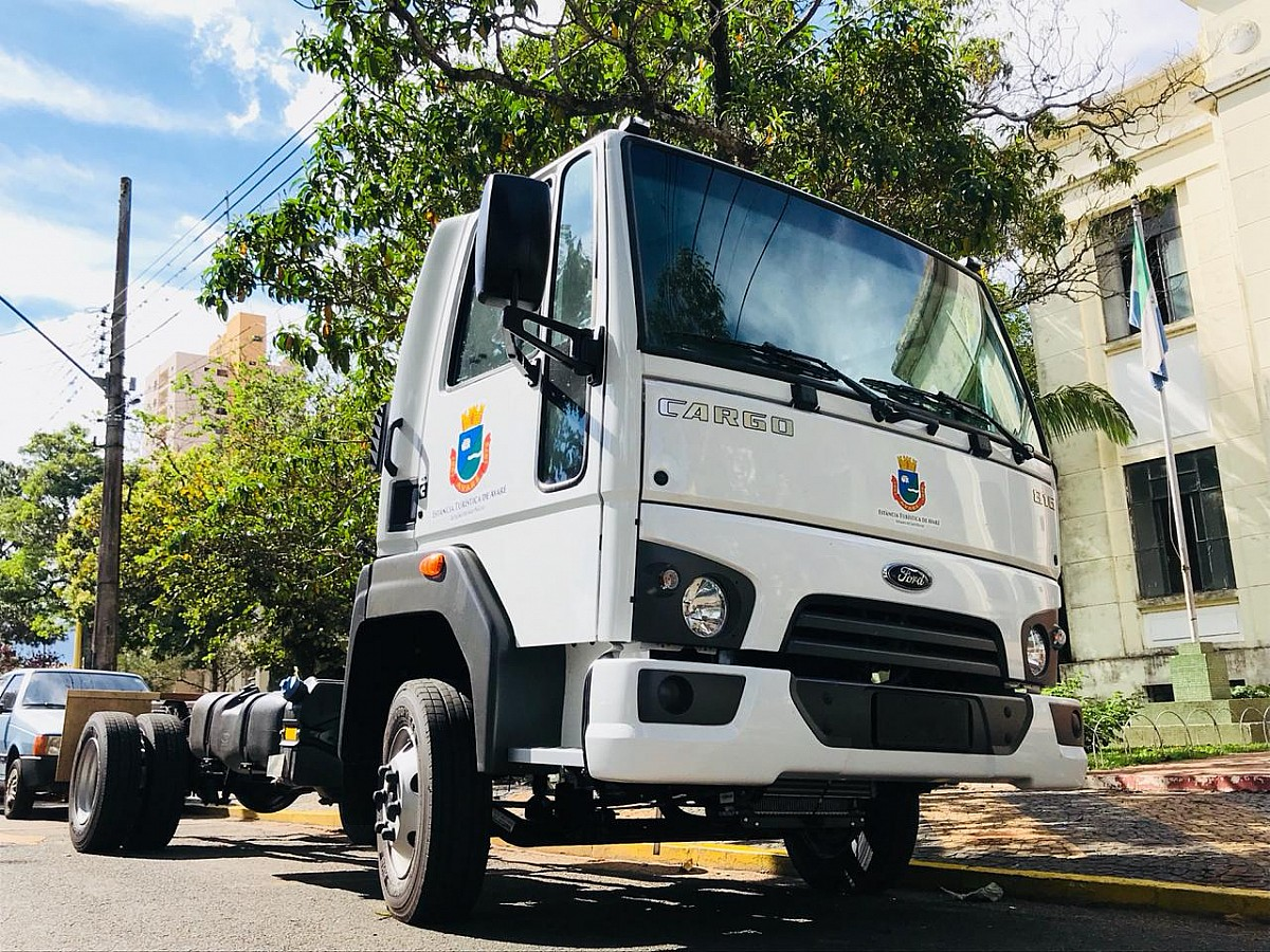 Prefeitura adquire caminhão para trânsito e resgate de animais