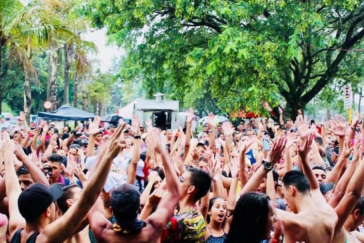 Avareenses brincaram na Emapa, no Costa Azul e no Largo São João