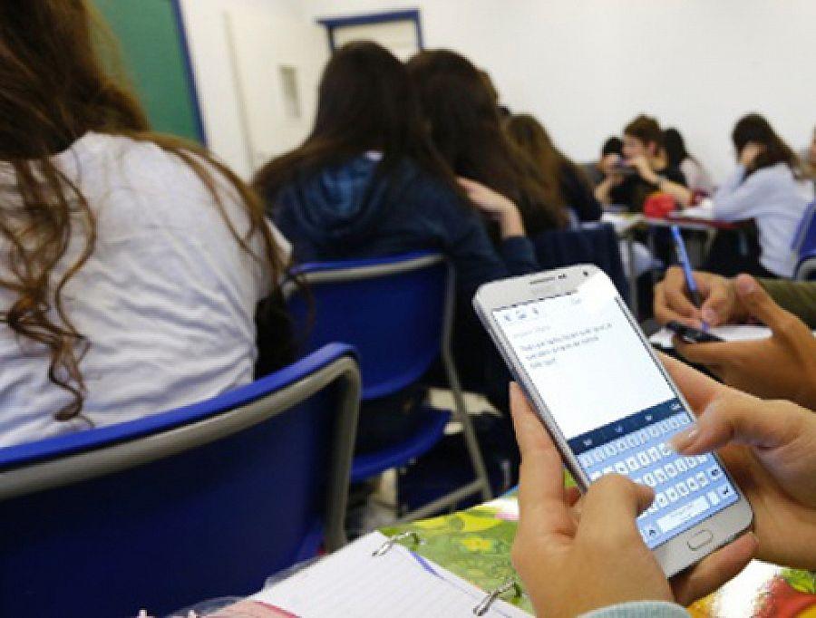 Uso de celular em Unidades de Ensino