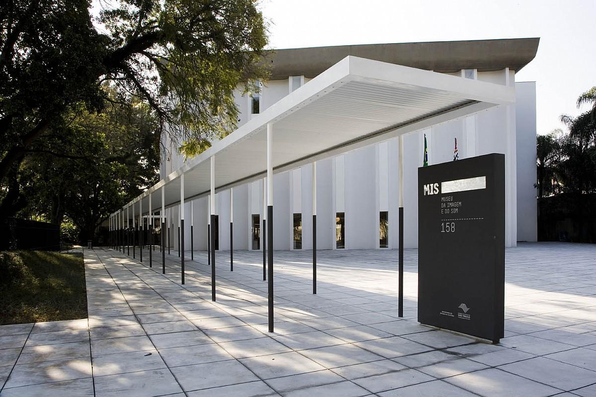 """""""Bate-papo de cinema"""" exibe documentário sobre Museu da Imagem e do Som"""