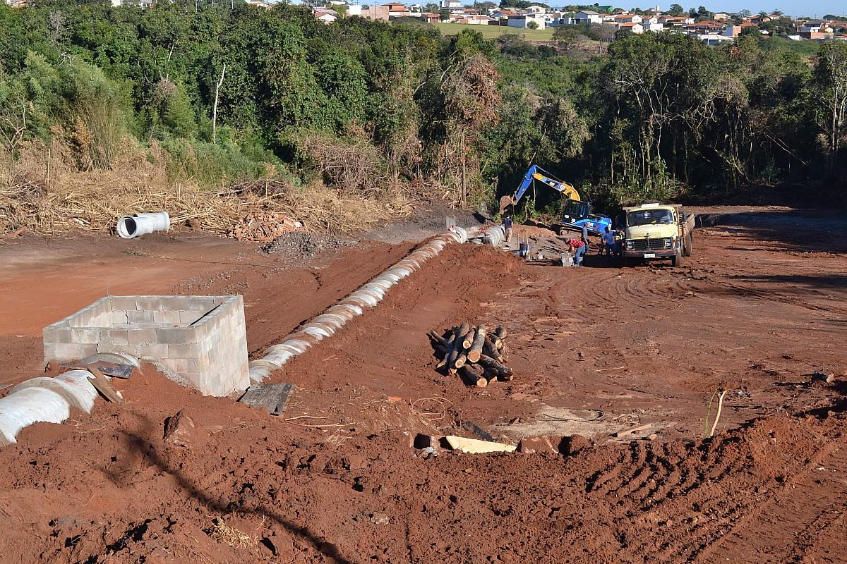 Obra para contenção de erosão avança no Bairro Camargo
