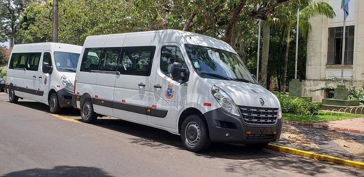 Secretaria da Saúde recebe vans adaptadas para cadeirantes