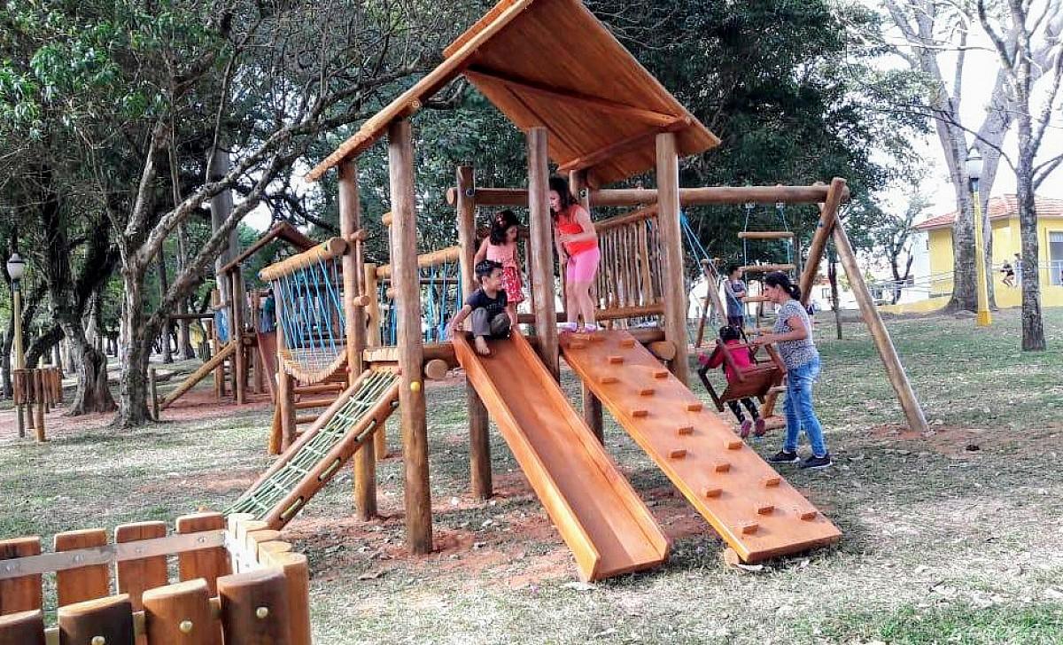 Novo playground é inaugurado no bosque do CAIC