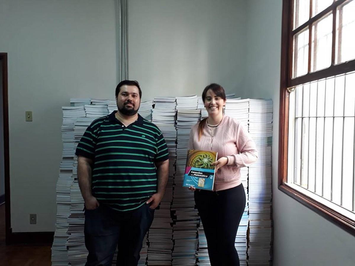ETEC faz doação de livros ao Fundo Social