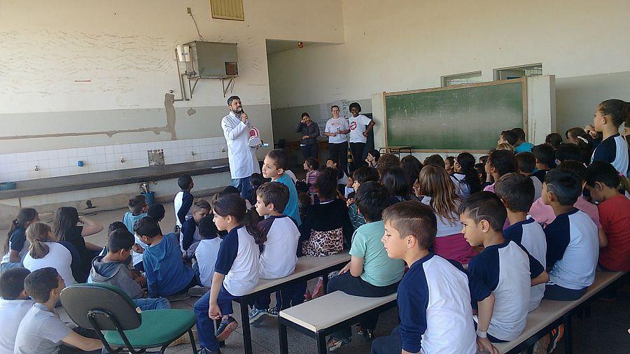 Alunos da Educação Básica  receberam kits de higiene bucal
