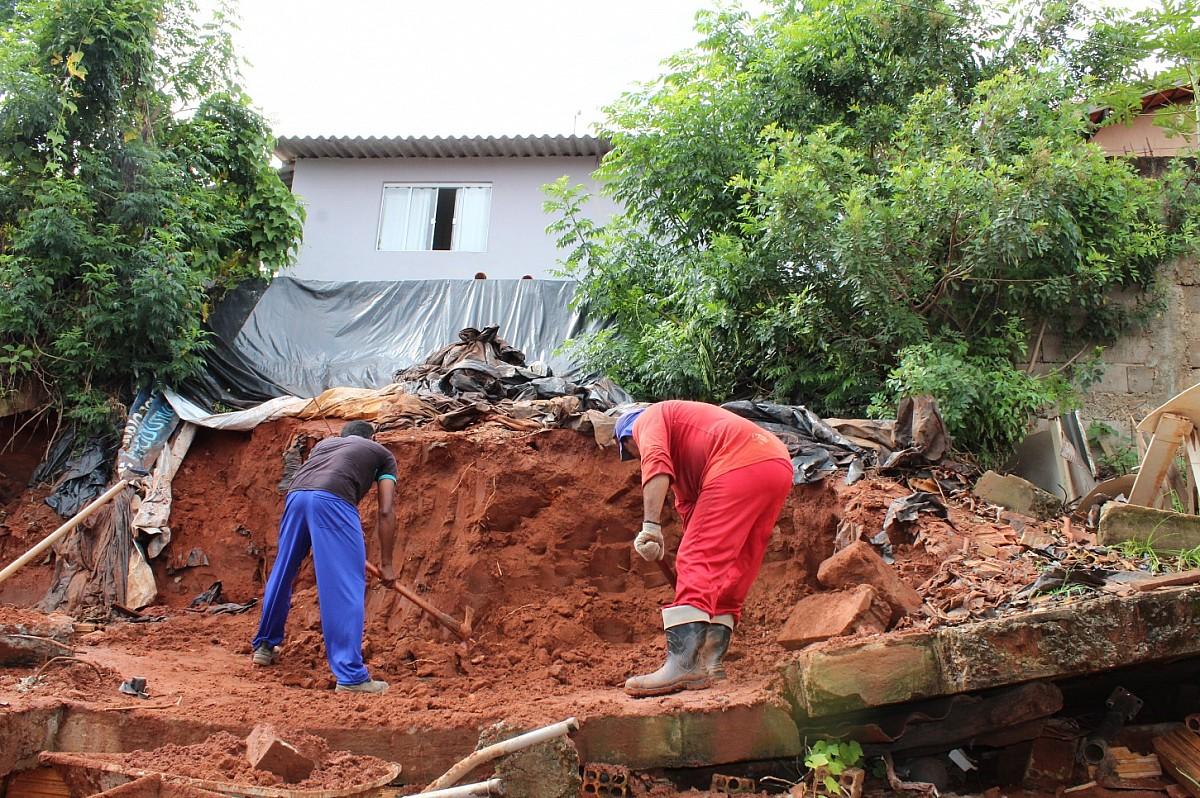 Iniciadas as obras em muros de arrimo no Bairro do Camargo