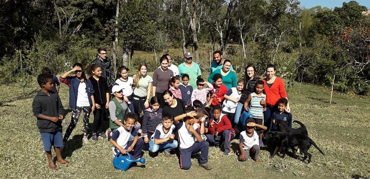 Parceria promove plantio de mudas na nascente do Ribeirão dos Rochas