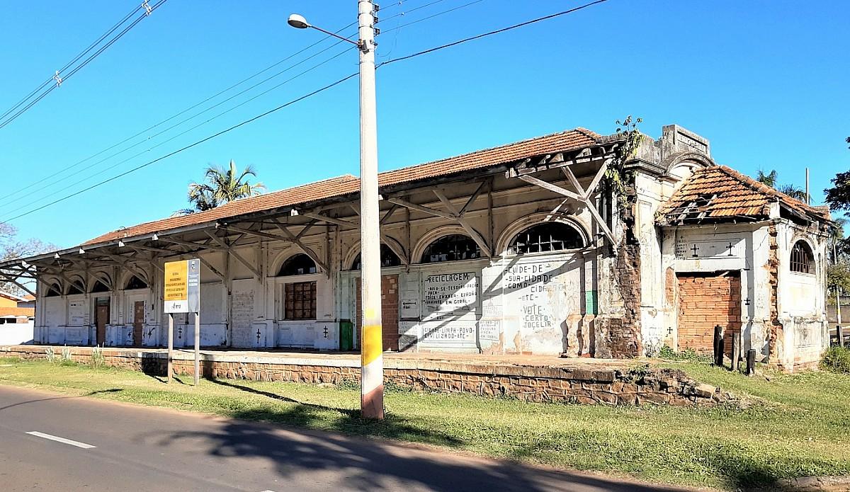 Cultura promove visita técnica em antiga estação ferroviária