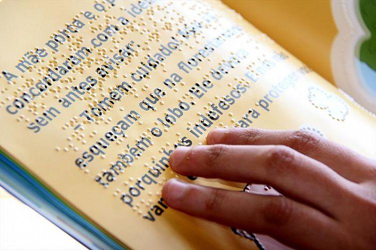 Biblioteca oferece serviços aos deficientes visuais