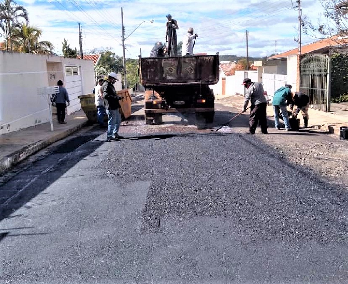 Secretaria de Serviços promove melhorias em ruas do bairro Morada do Sol
