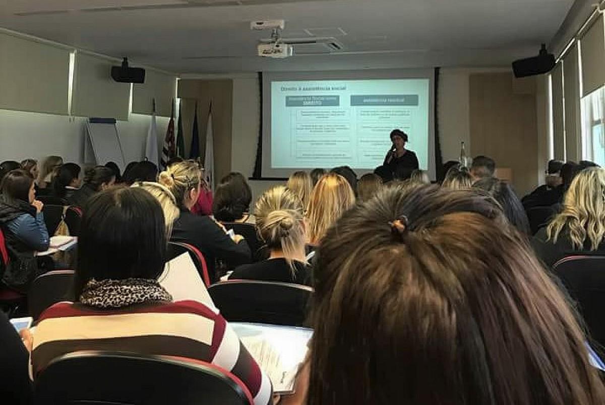 Semads participa de palestra