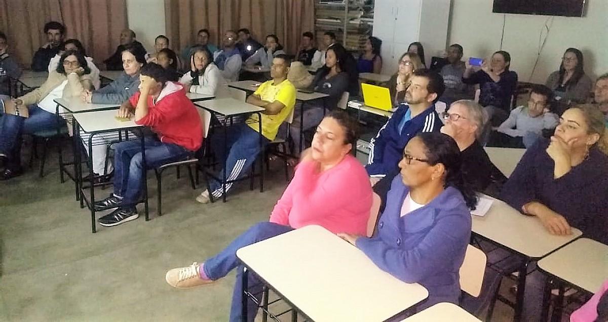 Alunos do EJA assistem palestra sobre a história de Avaré