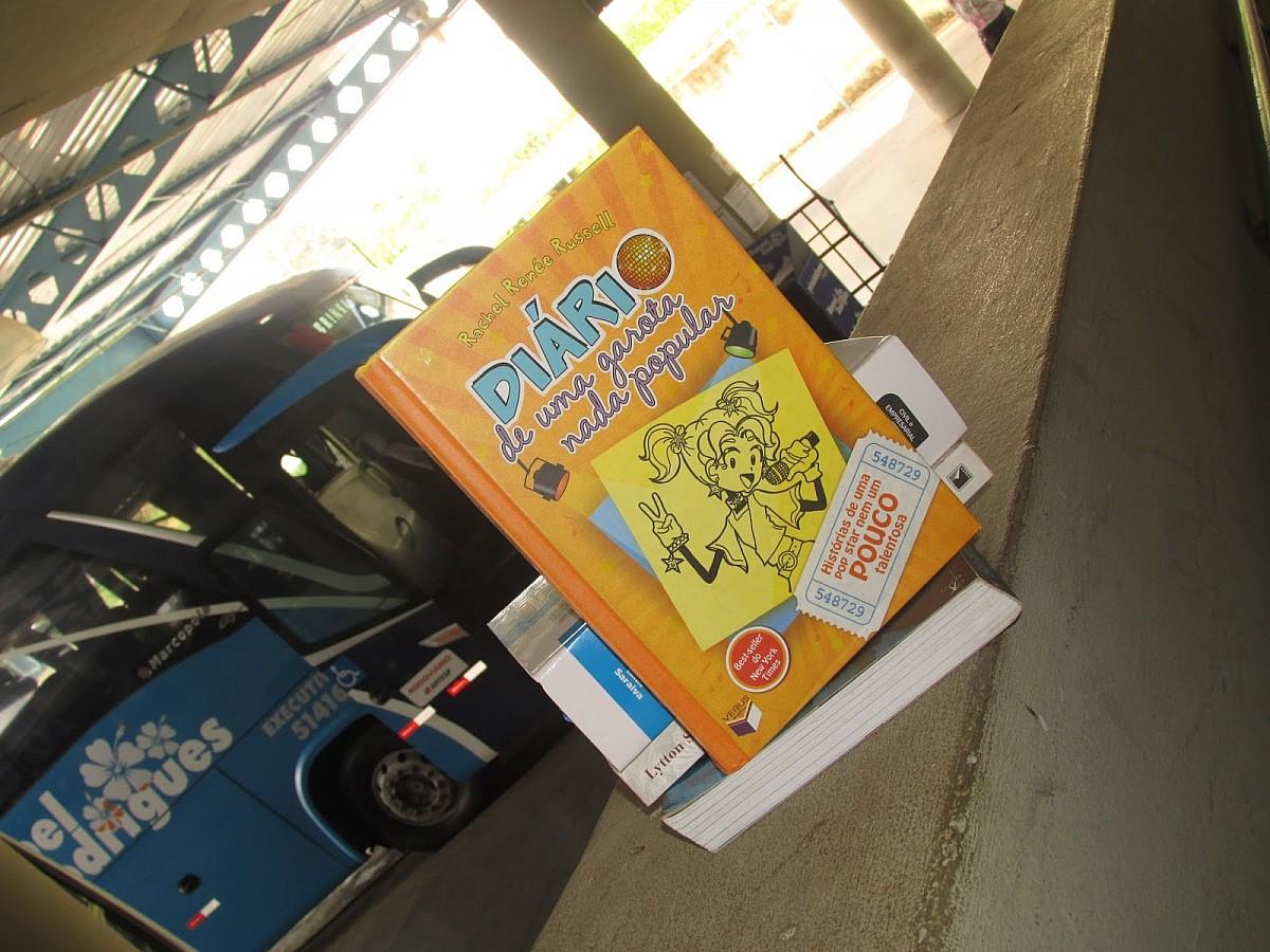 Projeto distribui livros gratuitamente na rodoviária de Avaré