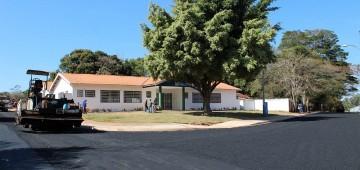 Prefeitura finaliza pavimentação que dá acesso à unidade de saúde