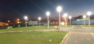 Praça Dona Bidunga ganha nova iluminação