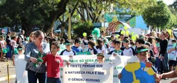 Escolas realizam passeata do Meio Ambiente