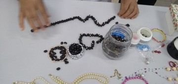 Idosas participam de oficina de artesanato no CRAS II