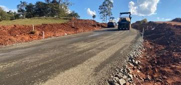Pavimentação chega a primeiro trecho de vicinal que dá acesso à SP-255