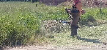 Equipes da Prefeitura promovem manutenção em bairros de Avaré