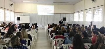 Professores ouvem palestra sobre relações humanizadoras