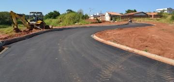 Pavimentação em rua finaliza obra contra erosão no Jardim Europa