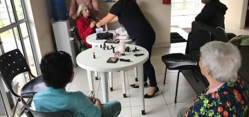 """Promovido o """"Dia da beleza"""" no Centro Dia do Idoso"""
