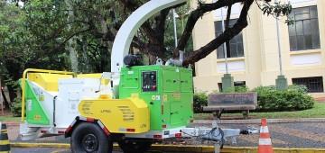Município adquire triturador móvel de resíduo vegetal