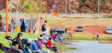 Prefeitura promove pesca gratuita no Lago da Brabância