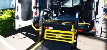 Veículo adquirido para transporte de pacientes ganha acessibilidade