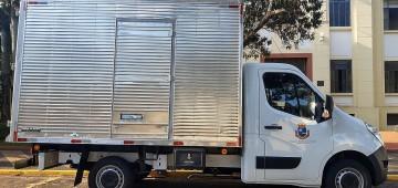 Educação adquire caminhão para uso do Almoxarifado