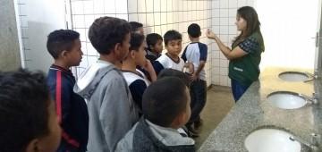 """Secretaria promove ação de uso racional da água na escola """"Carlos Papa"""""""