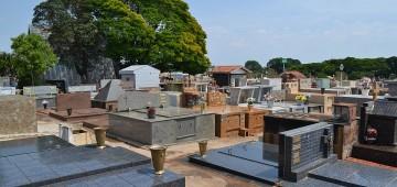 Cemitério fica fechado para visitação no Dia dos Pais