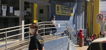 Município disponibiliza seguranças para controlar filas em bancos e lotéricas