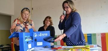 Prefeitura inicia entrega de kits escolares a alunos da rede municipal