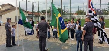 Alunos da EMEB Duílio Gambini participam da Escola da PM