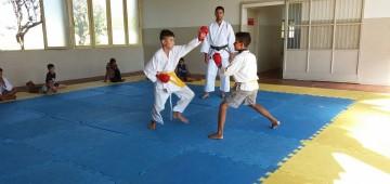 Semads e SEME oferecem aulas gratuitas de karatê