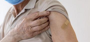Idosos de 70 a 79 anos recebem dose adicional a partir de segunda-feira, 27
