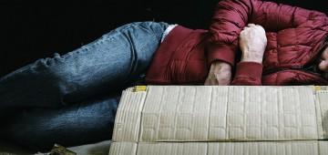 Saiba como ajudar pessoas em situação de rua durante frio intenso