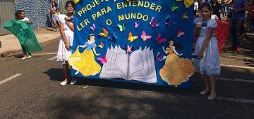 Desfile cívico: escolas municipais apresentaram projetos