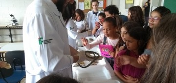 """Projeto """"Pequeno Cientista"""" atrai alunos das EMEBs"""