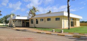 Decreto restringe circulação de idosos e limita público no Velório Municipal