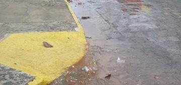 Vazamento de esgoto pode ser comunicado ao Meio Ambiente