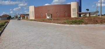 Rua próxima à Igreja Santo Expedito recebe calçamento