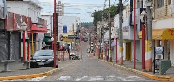 Município acompanha determinação estadual e restrições a estabelecimentos seguem até 22 de abril